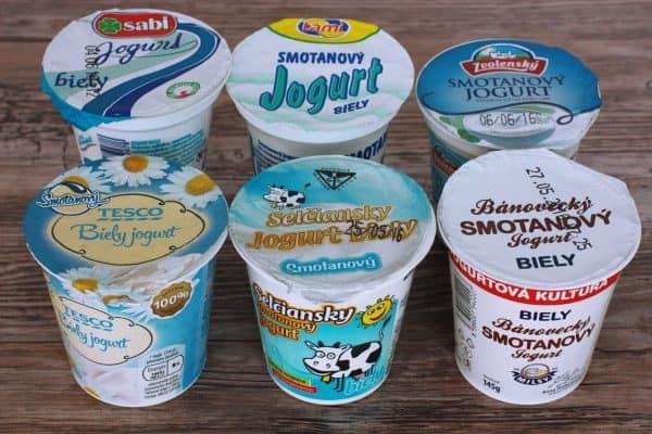 2. KATEGÓRIA KRAVSKÝCH jogurtov 10% TUKU alias smotanové jogurty. Pre mňa bol chuťovo najdokonalejší SABI od Milk agro. Pristihla som sa, že ho jem jem a neviem prestať :D kyslosť žiadna, chuť zamatová a krémová a obsahuje aj kultúry lactobacilus a bifidobacilus (nemusíte kupovať probio v lekárni ;)) Ako jediný zo všetkých testovaných jogurtov mal na obale uvedene, ze je bez GMO. Cena za 150 gram je 0,45 centov. V tesnom závese sa umiestnili Bánovecký v cene 0,45 cent za 145 gramov, Selčiansky a Zvolenský v cene 0,42 centov za 145 gramov.
