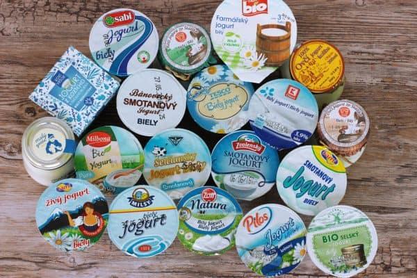 Moji milí, konečne tu mám pre vás výsledky môjho jogurtového testu :) Všetky jogurty, ktoré som testovala sú čisté, bez chémie či iných prídavkov a môžete ich smelo kupovať. Stále platí to, že kupujme biele jogurty a doma si ich doslaďme čím len chceme a vyhneme sa bielemu cukru, gluko frukto sirupom či škrobom.. To, čo som na jogurtoch ja testovala, bola chuť, konzistencia a cena. Jogurty som rozdelila do 3 kategórií, aby to bolo spravodlivé.