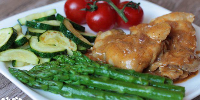 Vykostené kuracie stehná s falošnou demi glace a restovaná zelenina