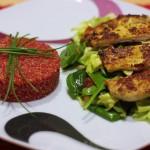 Cviklové quinoto s morčacím stejkom v parmezánovej cruste